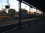 ...az állomás peronja...