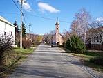 Alkotmány utca a templommal